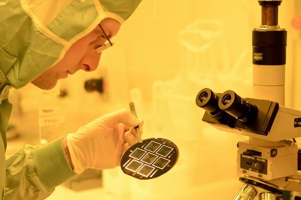 Fraunhofer ISE erzielt neuen Weltrekord für beidseitig kontaktierte Siliciumsolarzellen: TOPCon-Technologie ermöglicht 25,1 Prozent Wirkungsgrad. ©Fraunhofer ISE