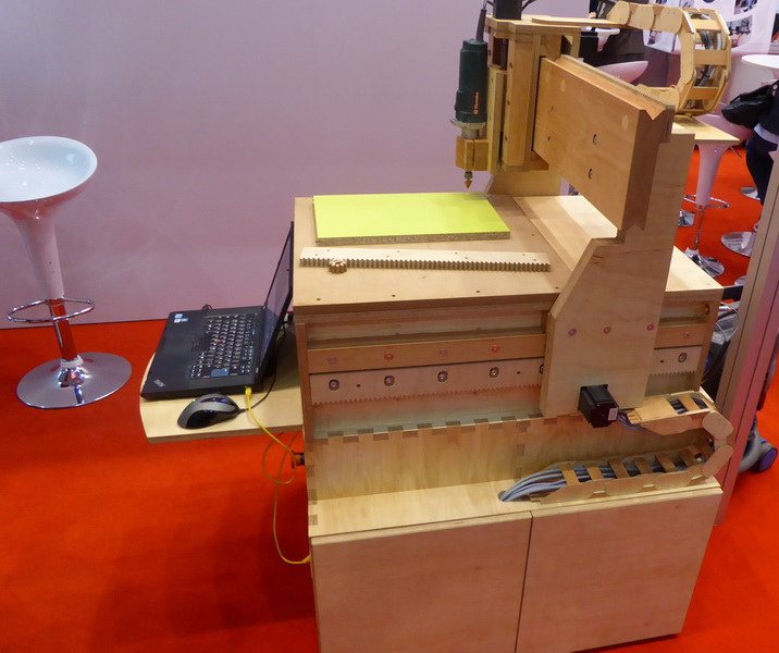 hannover messe 2017 hne eberswalde pr sentierte den prototypen einer werkzeugmaschine aus holz. Black Bedroom Furniture Sets. Home Design Ideas